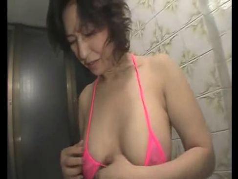 還暦を過ぎても性欲が衰えない六十路熟女の生セックスの熟年の夜/60