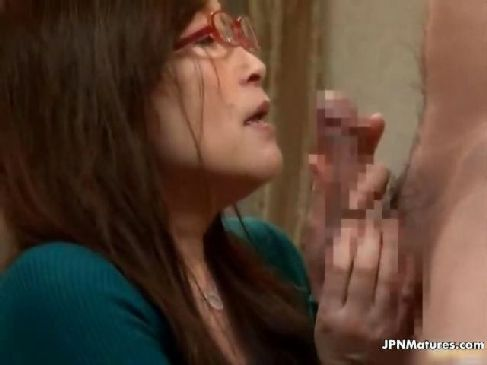 60代の高齢者でもおまんこが疼く還暦熟女が肉棒に大興奮してセックスしてる塾女性雑誌動画