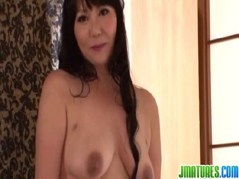 熟年夫婦の生活に飽きてポルノビデオ出演する五十路熟女が無毛おめこを嵌められてるjyukujo無料