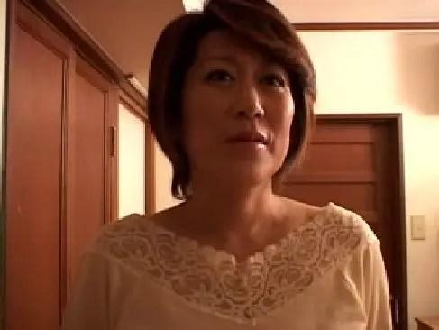 塾女性誌50a 動画で激しいセックスしてる五十路熟女のお満この写真拡大画像 画像