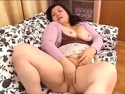 豊満完熟な六十路熟女が豪快で激しい性交をしておめこに大量中出しするjyukujyokurabu.5