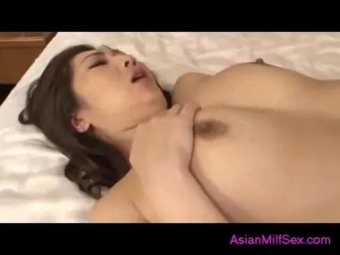 長身で豊満なおばさん体型の四十路熟女が濃密セックスしている日活 無料yu-tyubu無料