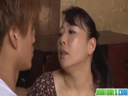 田舎の豊満おばさんが屋根裏部屋で背徳な肉欲性交してる日活 無料yu-tyubu