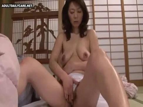 五十路豊満熟女が欲求不満でおまんこをと陰核を弄ってる日活 無料yu-tyubu