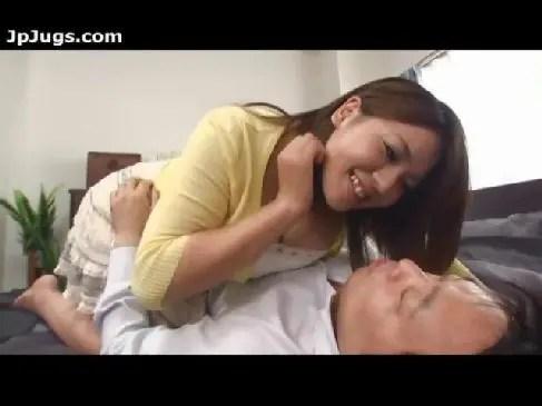 爆乳な美人妻が朝から夫のちんぽを欲しがる熟年夫婦動画の爆にゅうyu-tyubu無料