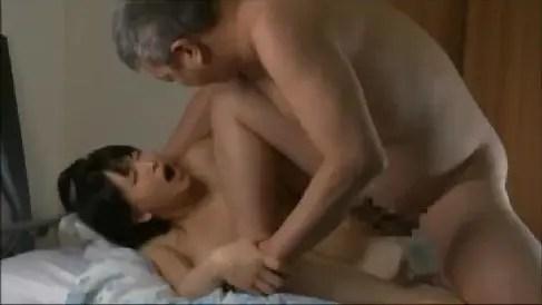 ヌードモデルの人妻が画家先生のちんこを丹念に舐め回し激しいセックスしちゃう熟女動画