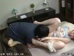巨乳なエロい体の義母に我慢できない娘婿と嫁に内緒でセックスして悶える淫乱な人妻熟女の動画