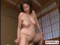 60代の還暦の豊満熟女が近親相姦に快感に嵌り腰を振っては絶頂してるjyukujo動画画像無料