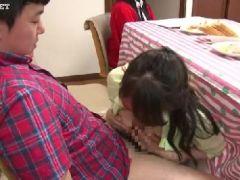 息子と母が賞金を懸けて家族にバレずに中出し近親相姦していく人妻熟女の動画