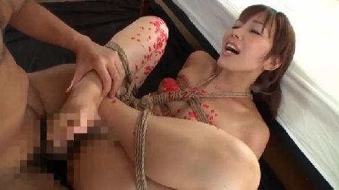 M性癖の熟女妻達が縄で緊縛されながらおまんこをぐっしょり濡らす熟女セックス動画