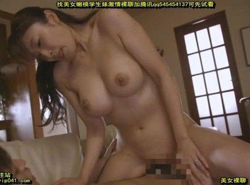 欲求不満な巨乳の母親が息子の朝立ちしたちんこを見て欲情していく熟女セックス動画