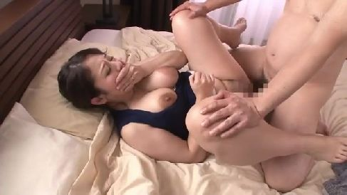 豊満な可愛い義母が息子のザーメンで興奮して母子相姦していく熟女セックス動画
