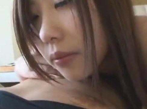 美人な人妻が不倫男とイチャイチャしながらエロい体をくねらせ悶えるハメ撮り動画