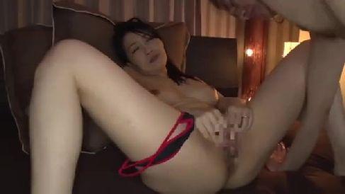 美人な人妻が借金取りに体を弄られ淫乱に調教されていく熟年女性動画