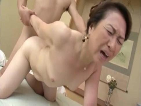 田舎に在住の色白還暦おばあさんが自宅でav撮影をしておめこを突かれ喘ぐjyukujyo動画画像無料倶楽部