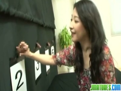 夫のチンポを当てられずにおまんこをハメられる四十路美熟女妻のjyukujo動画