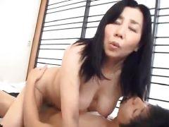 夫とご無沙汰の垂れ乳な熟女母は息子とセックスしちゃう近親相姦のjyukujoma-mamama