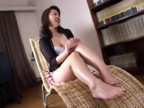 肌艶と色気が堪らない50歳の美熟女主婦がポルノビデオ体験で濃密セックスをしてる熟年カップル 投稿