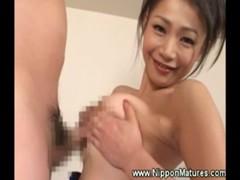 友田真希が競泳水着姿でパイズリしてくれる熟年夫婦生活動画
