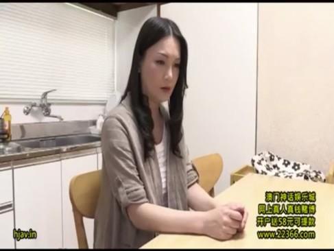 夫婦生活が無くて悩んでいる四十路熟年女母!そんな時に息子にきんしんそうkanを求められて受け入れるjyukujo動画