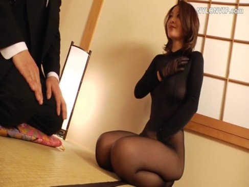 全身黒タイツ姿の妖艶美熟年女ひとずまが旦那と激しくせつくすおばさん!いつもの夫婦生活と違った快感に喘ぎまくる夫婦生活投稿無料