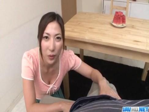 受験勉強を頑張る息子の息抜きの為にフェラチオしちゃう30代後半の熟年女お母さんのjyukujo動画画像無料
