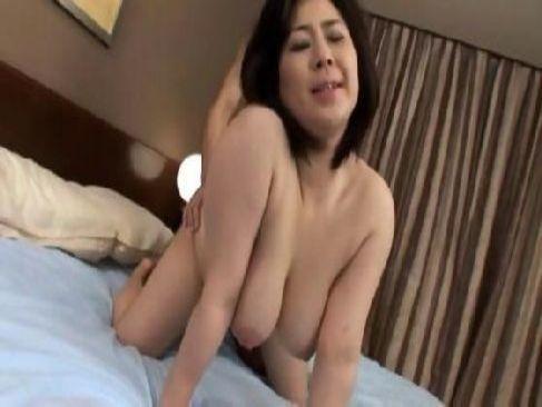 40代の中高年夫婦が大人のセックスで久しぶりのおめこの快感に恍惚の表情で喘ぐ昭和の女 動画