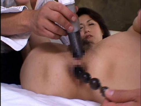 普通の夫婦の秘めごとで満足できない60歳の老女がアナルセックスに挑戦するおばさんの陰核動画無料