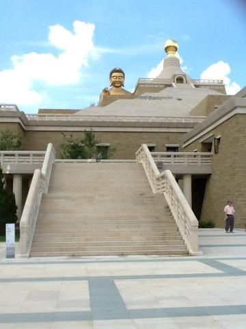 Jyunbugspeaks in Taiwan: Fo Guang Shan Memorial Center (2/6)