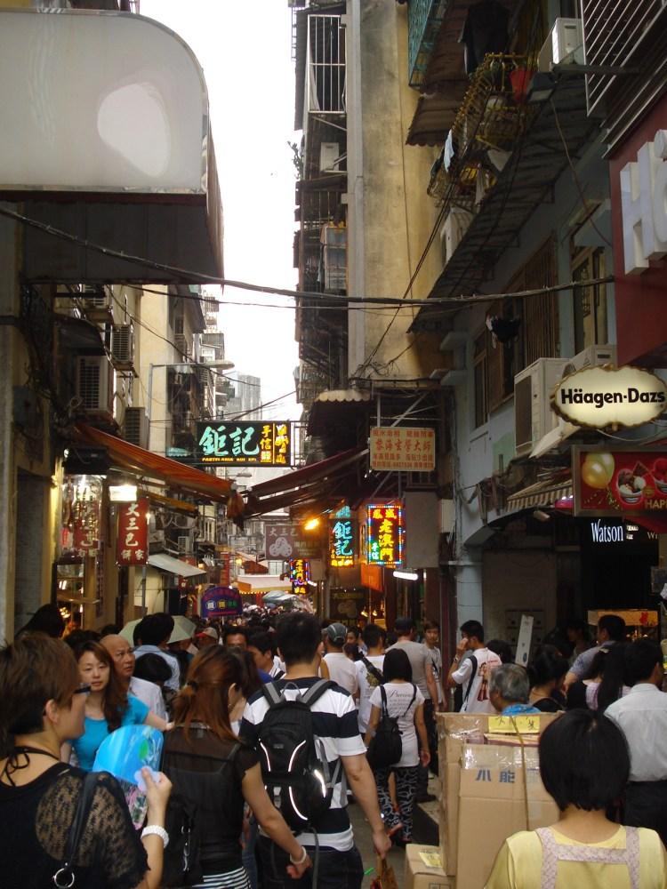 Jyunbugspeaks in Macau: Can I get some Portugese tarts, a crispy pork sandwich and a Sky Jump to go please! (5/6)