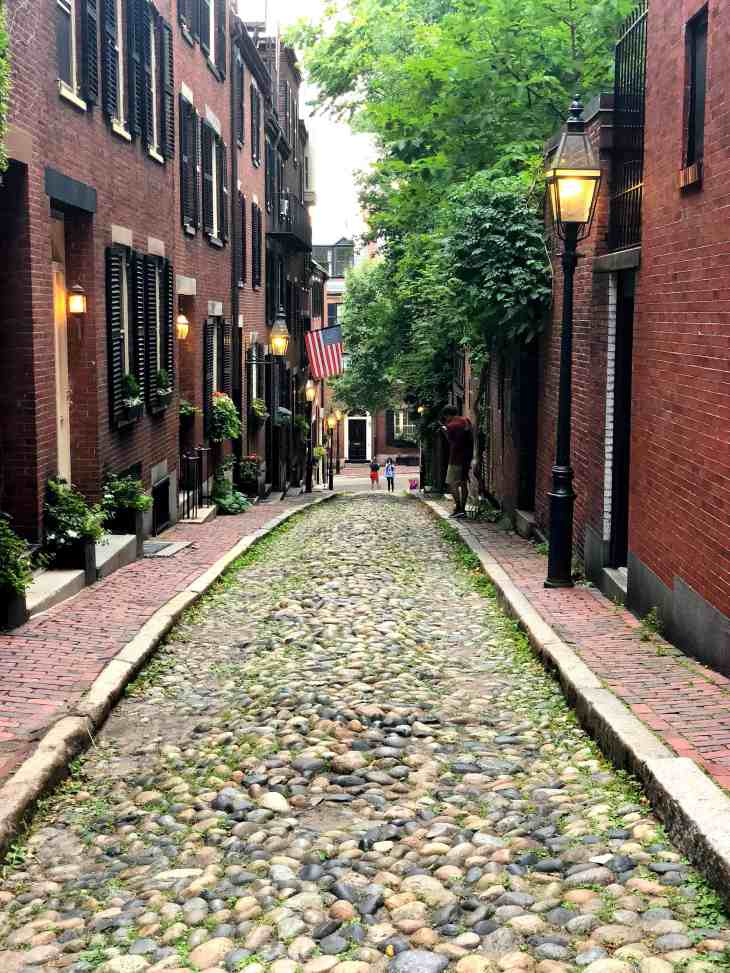 Heading to Boston? Here's a detailed guide to doing it all in 3 days! From the best places to eat, what to order when you get there, to everything there is to see.