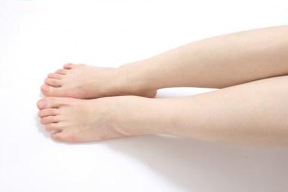 ツルスベな女性の両脚