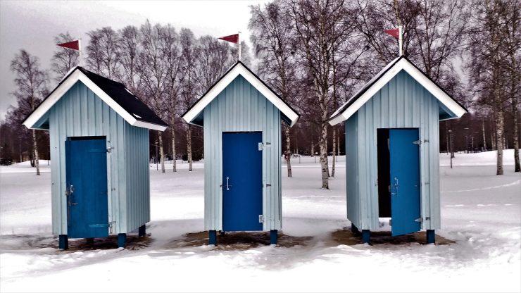 K in Motion Travel Blog. Chasing the Aurora Borealis in Finnish Lapland. Nallikari Beach Shacks