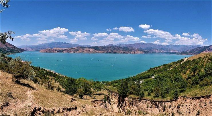 K in Motion Travel Blog. Mesmerising Lakes Around the World. Lake Charvak, Khazhikent Uzbekistan