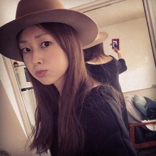 帽子をかぶった笛木優子