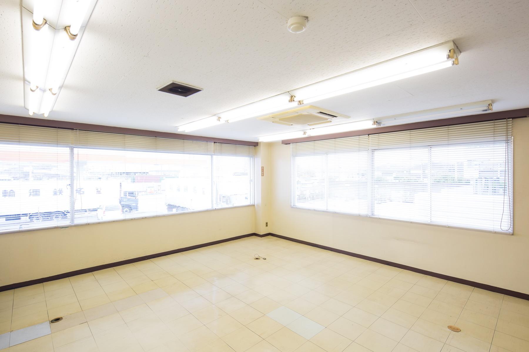 貸事務所/駐車場_03