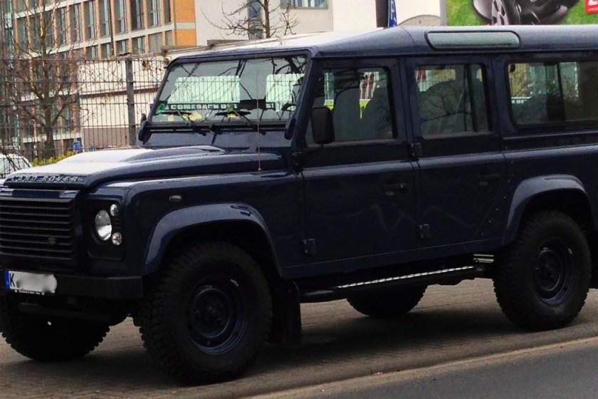 Land Rover defender blau, Felgen in Wagenfarbe