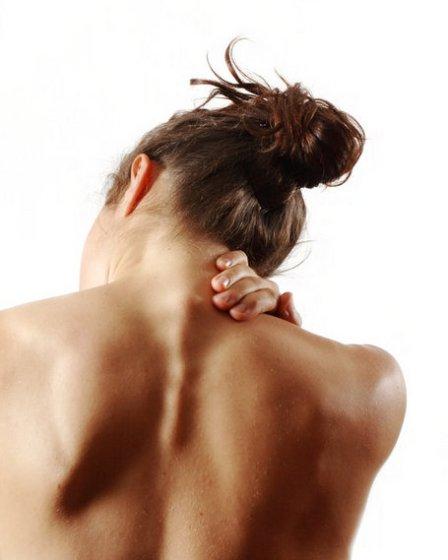 Boyun fıtığı omuzlara yayılan ağrıyla başlıyor 13