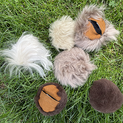 Sheep-Fur-pocket-with-removeable-squeekers