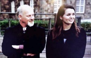 """Med Cecilie Nielsen, under optagelserne til """"Historiequizzen"""". Nu følger (ta-daaah!): """"Cecilie og Kåre på Krigsstien"""""""