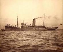 HMS Helga. en fiskeri-fartøj ombygget til kanonbåd. Fra floden Liffey beskød den Dublins indre by med svært artilleri.