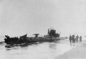 U20, grundstødt på stranden nord for Thorsminde på den jyske vestkyst i november 1916.