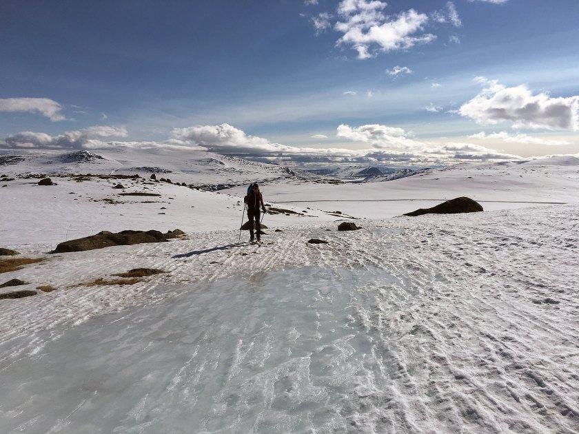 Marianne på vei opp Steindalen på hardt føre.