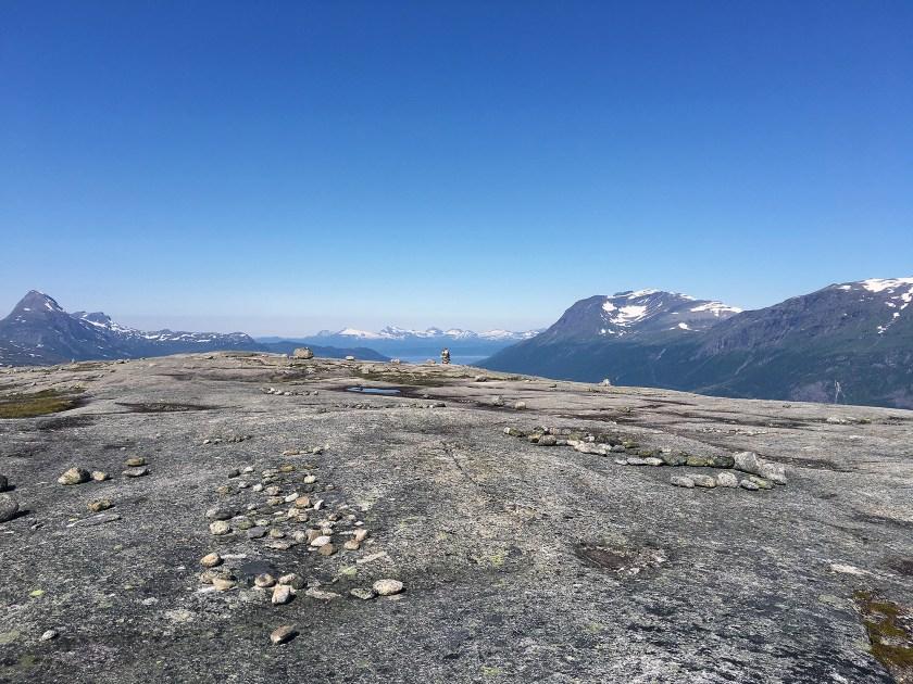 Varden på toppen som er synlig fra Skjomdalen.