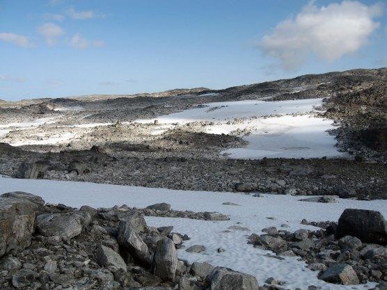 Snø og stein.