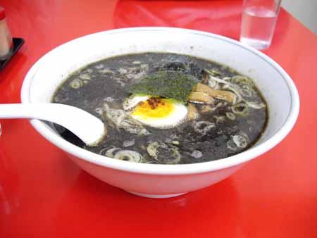 黒い担々麺