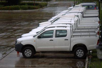 Le gouvernement reçoit 28 voitures pour renforcer la lutte contre le virus Ebola