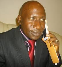 DOMANI DORE-MAKANERA KAKE : Un échange téléphonique plutôt inamical