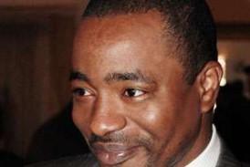 Position politique ambiguë : Tibou peut-il donner une leçon à Sydia ?