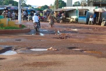 Société: l'arrosage de la route Katougouma-Boké centre, la SMB à l'œuvre